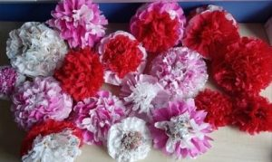 some paper flowers in pink and red